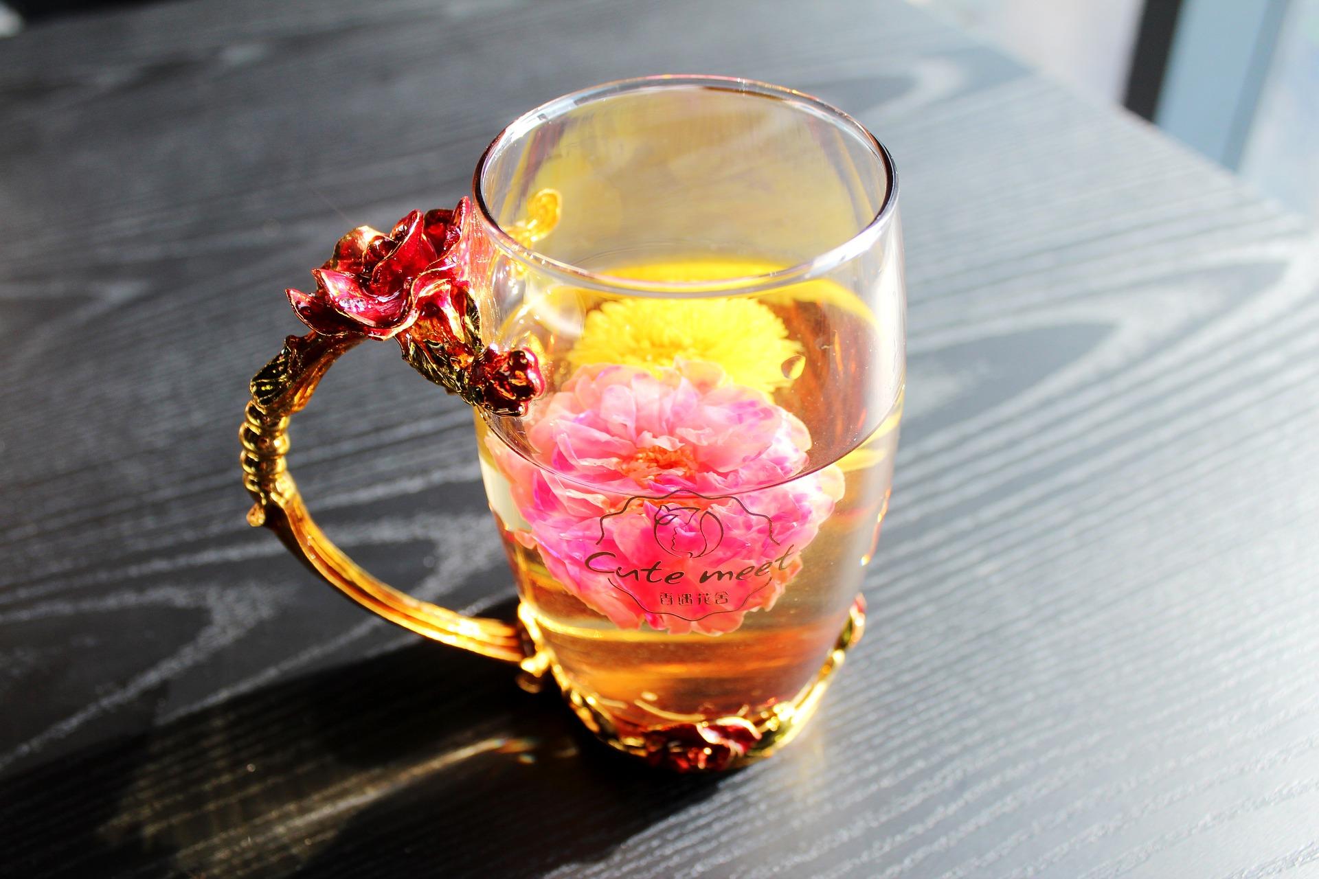 tea-rose-corolla-1871835_1920.jpg